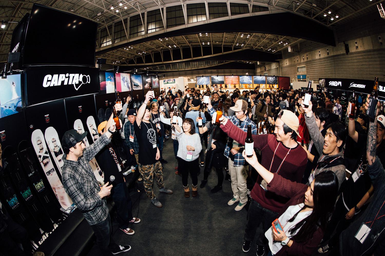 先日、2/16〜18に横浜でおこなわれた来期プロダクトが発表される展示会SBJでは、マザーシップの誕生を記念したパーティーがおこなわれた。ブルーもこれにあわせて来日し、CAPiTAブランドやマザーシップへの思いを伝えた
