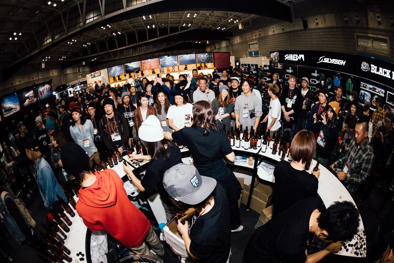 パーティー会場となったCAPiTAブースには、全国から集まった沢山のショップやライダー、関係者が集まりスノーボーディングの話題が尽きなかった