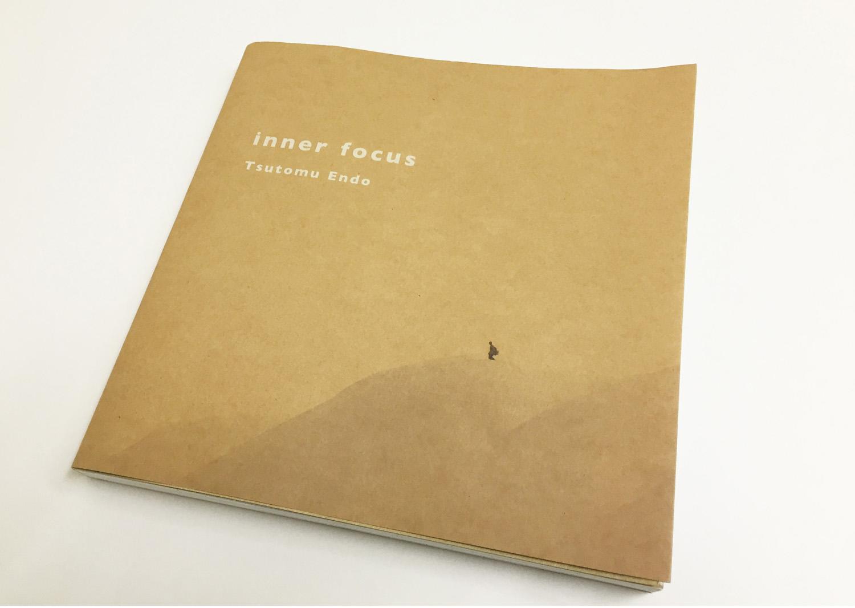 昨年11月20日に発売された写真家・遠藤 励氏の18年の集大成となった写真集。 inner focus サイズ: B4変形、頁数: 204ページ、価格: ¥4,200(税別)、出版: 小学館、問合せ先: 03-5281-3555