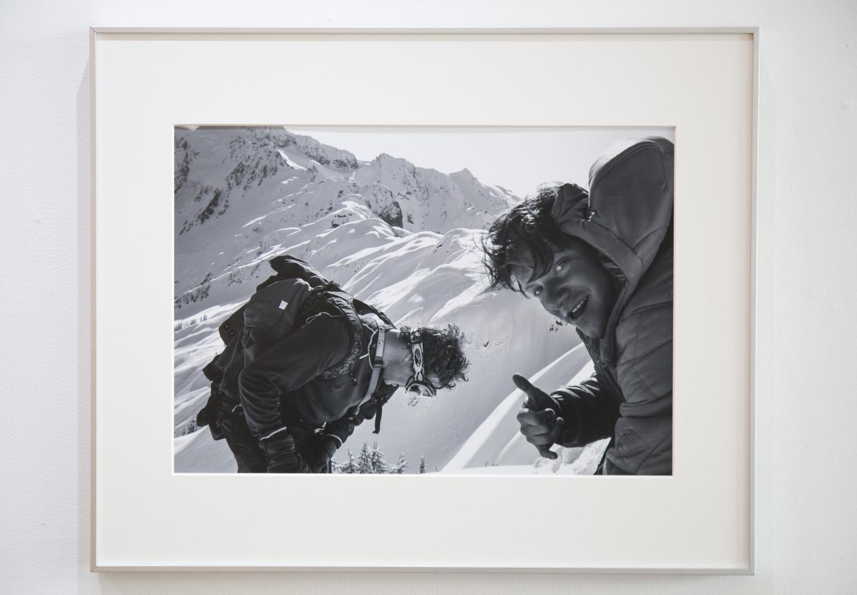 2010年 Mt.Bakerで撮影されたPatrick McCarthy and Matt Cumminsの写真。この作品からもその場の温度感が伝わってくる。写真展でのタイトルは「Seize the day」