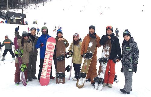 野沢温泉スノーボードツアー_ 恒例の野沢温泉ツアー!スノーボード、温泉、おいしい食事を楽しい仲間とシェア!だれでもお気軽にご参加できます