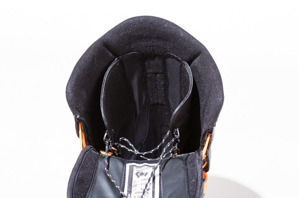 PROPHECY SL ブーツのカフ上部のPower Strapとリンクして面で新開発のTF3 Pro ASIAN FITインナーを包み込むようにホールド。インナーのレースシステムを必要とせず、抜群の足首ホールドを実現