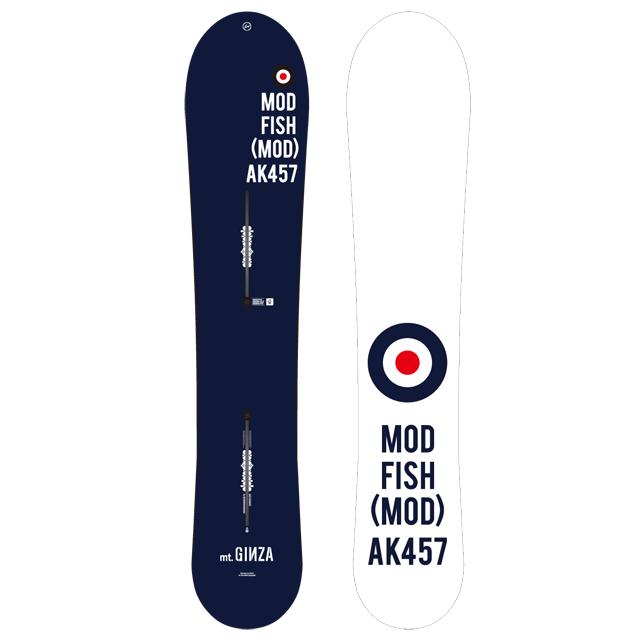 """ストアオープンを記念してつくられた、AK457 MOD FISH MOD 153。サーフライクなショートボードのオリジナルにパウダーツリーランがさらに楽しくなる多様性をプラスした、フリーライディングに最適なボード。""""mt.GINZA""""の文字など、ユニークなオリジナルのグラフィックが描かれている"""