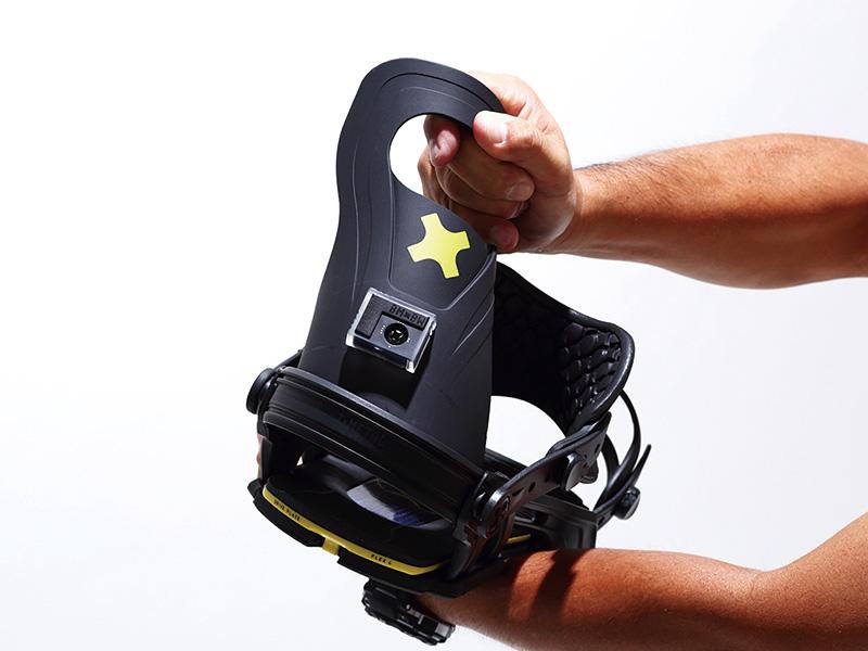 LOGICのハイバックはソフトウレタン製で柔らかく、ブーツにしなかやにフィットし、フリースタイル・スノーボーディングにベストなレスポンスが得られる