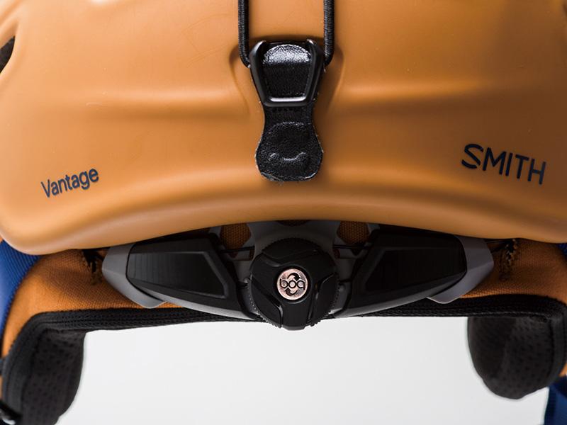 BOA FS360 FIT SYSTEM 360度全方向のサイズ調整が可能なハローデザイン(光の輪の形状)。最新のBOA FS 360フィットシステム。今までにない前後のサイズ調整を可能にし、頭全体を優しく包み込むようなフィット感が得られる。これにより頭の一部分だけが圧迫されるHOT SPOTが解消され、装着感が向上した