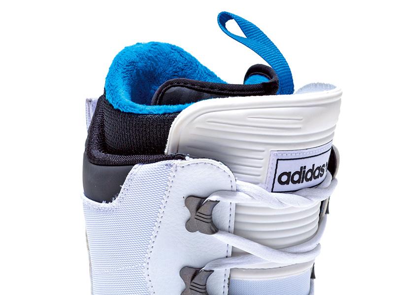 SAMBAに搭載されたインジェクション成型のブーツタンはフィッティング性に優れ、ブーツのフレックスも長持ちさせてくれる
