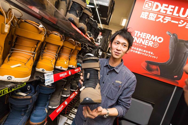 自分の滑るフィールドや遊び方にあわせてDEELUXEの最適なブーツを決める。今回はEMPIREのインナーを成型