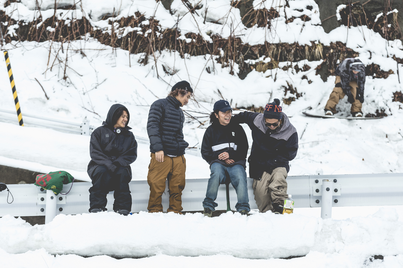 Dirty Pimpクルーの撮影にて。左からマサト(戸田真人)、リュウセイ(高橋龍正)、リョウキ、マサキ(戸田聖輝)