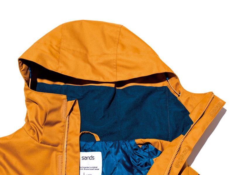 フードの襟元も柔らかい素材が使われていて、着心地抜群