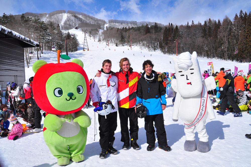 外国人のお客様や、キャラクターなど、多種多様な人々で大賑わいの白馬岩岳スノーフィールド