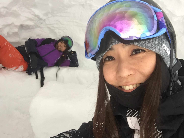 雪洞の中にて。待ちぼうけの時間も遊び方次第であっという間