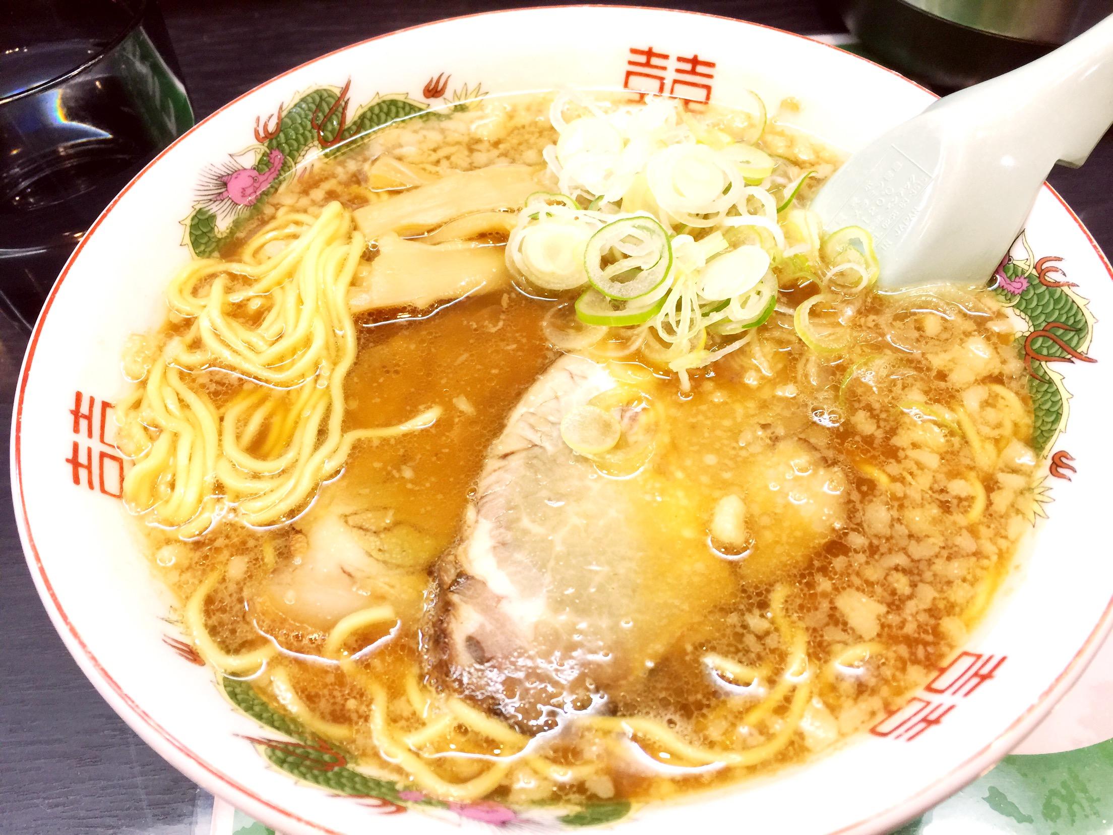 閉店ギリギリでありついた旭川ラーメンは、味より旅の醍醐味としての記憶の方が深く残った