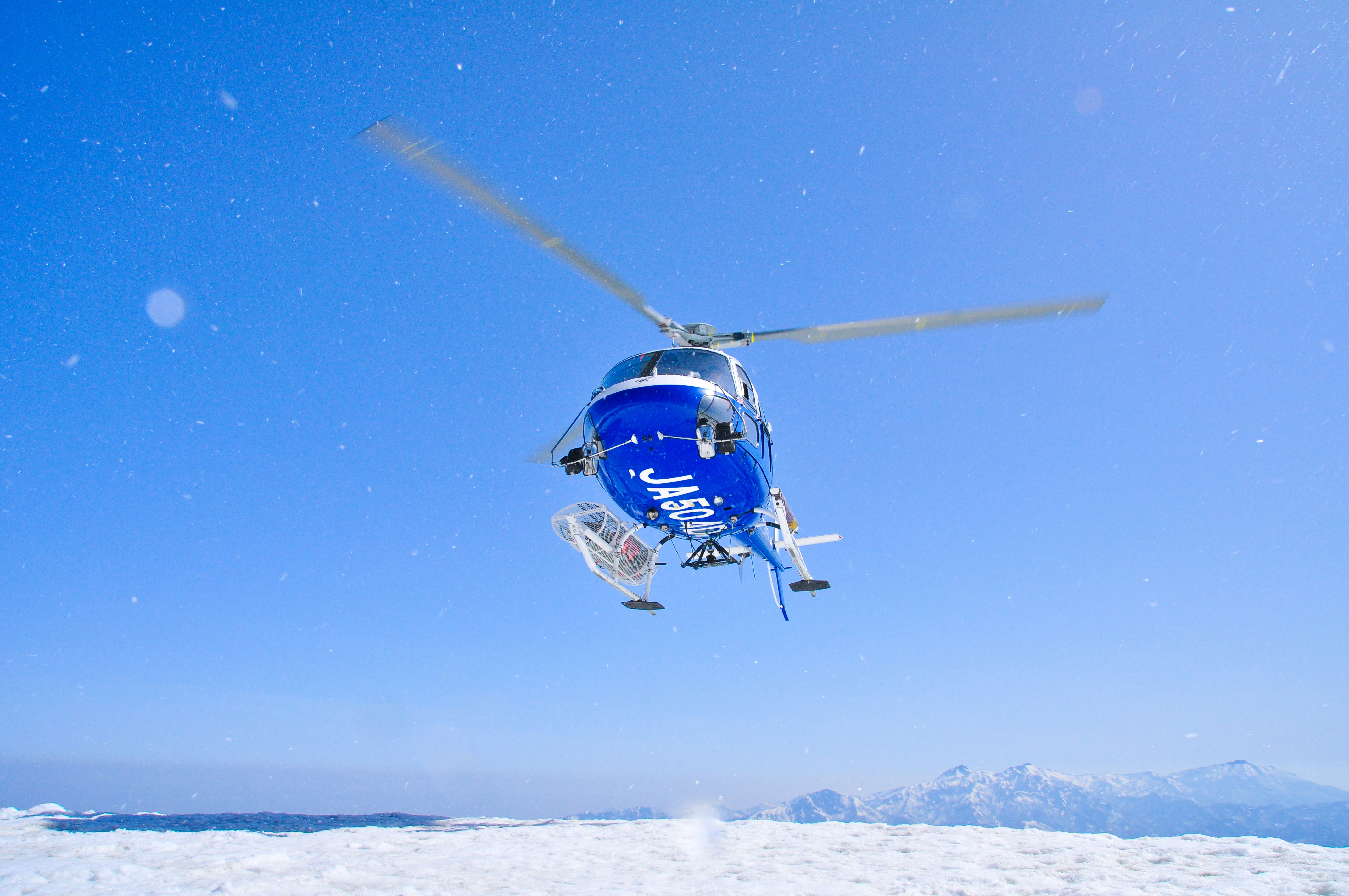 標高2,200mまでヘリで一気に上がるとそこには絶景が待っている!!