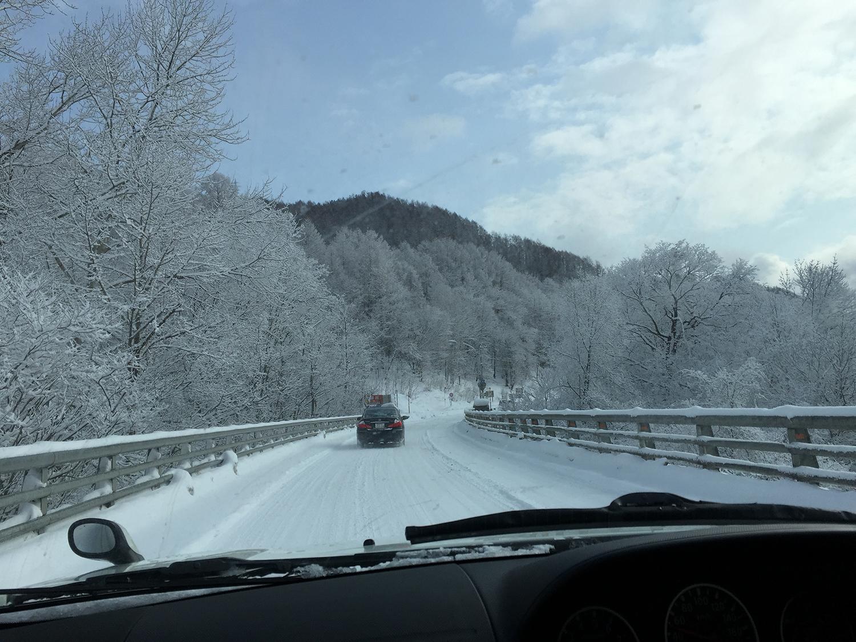 基本雪道だ。乾いていても凍っていても