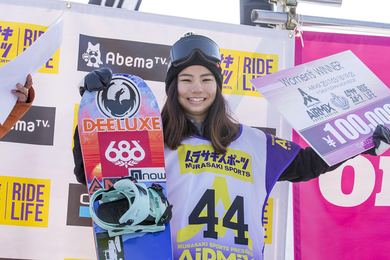 Photo: Kentaro Fuchimoto 女子の優勝は佐藤亜耶(GNU)。ぶっ飛んでいたのはもちろん、スタイリッシュな飛びをしていたのが印象的。女子の中でスタイルや安定感は飛び抜けていた。