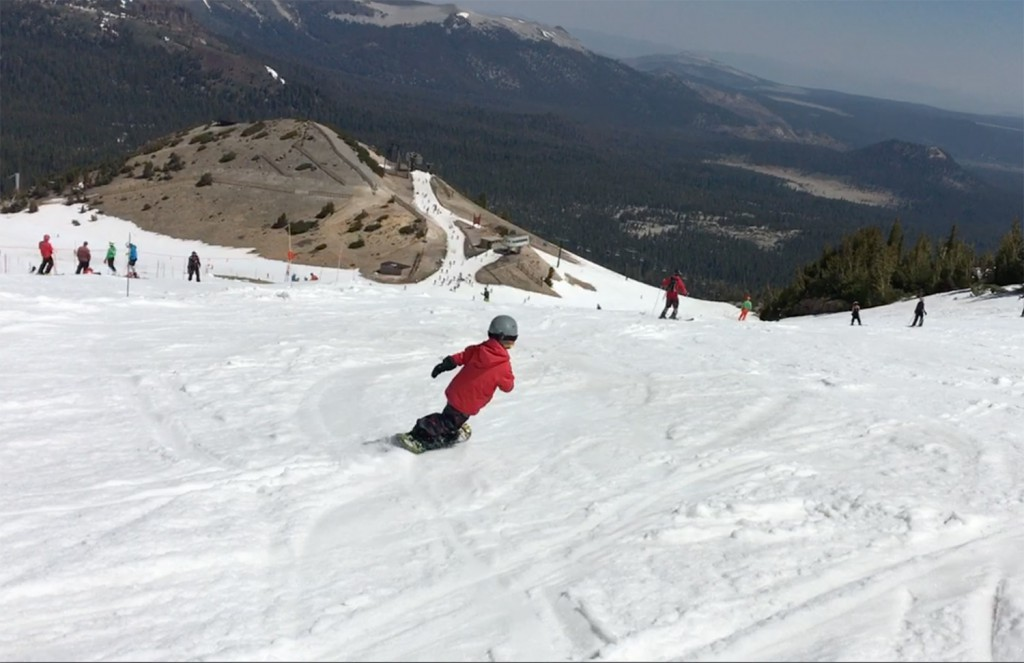 アメリカの壮大な景色の中で気持ちよさそうに滑る我が子の姿を眺められる日が来るとは。我が子のおかげでスノーボードをしていて良かったと思うことが増えて行く