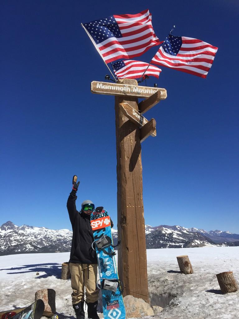 遠征先の国で多くの刺激を受け沢山の仲間ができるのもスノーボードならではの魅力