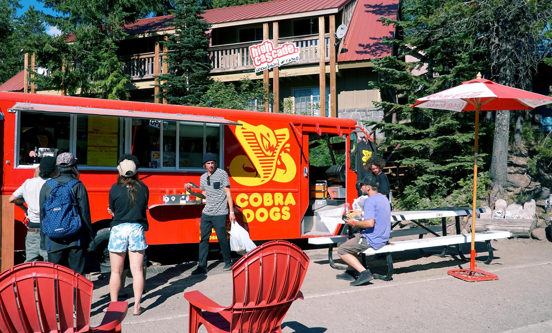 ガバメントキャンプで有名なCOBRA DOGS、ここのホットドッグはマジで美味い!!!!!