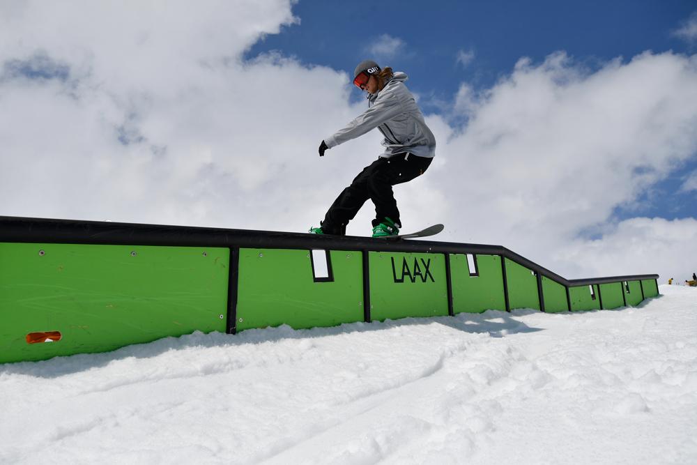 最先端の技術を導入し、様々なスノーボードのスタイルに完璧に対応するボードが生み出している