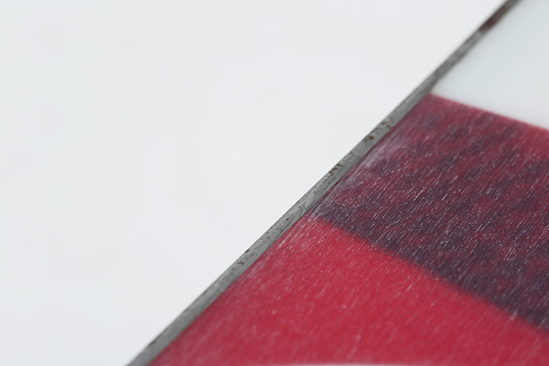 通常の約50%増のスチールを使用することで、エッジの欠けを軽減。厚みもあるのでチューニングも容易なCLEAVE EDGE STEAL