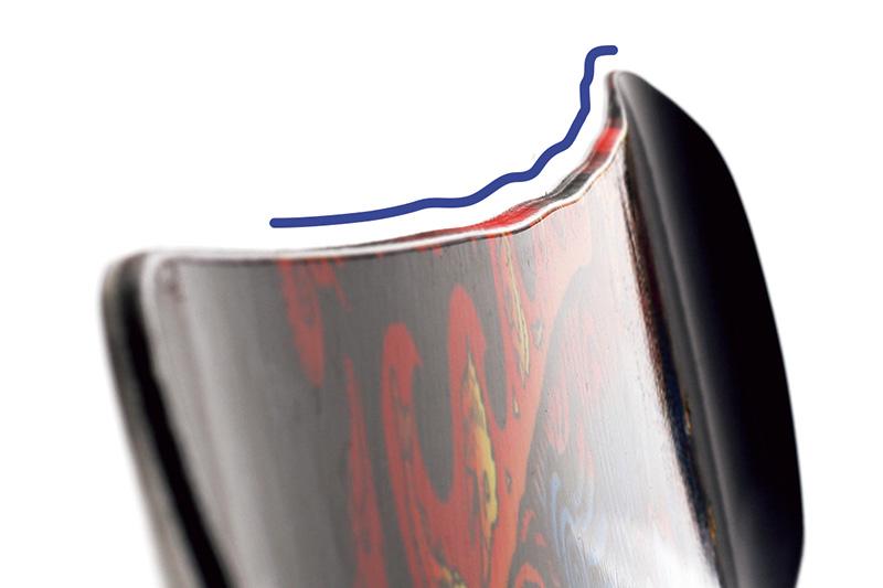 7つの異なる大きさの突起を持つ波型のマグネトラクションエッジが、あらゆるコンディションで効果を発揮、抜群のグリップ力でブレないカービングを可能にする