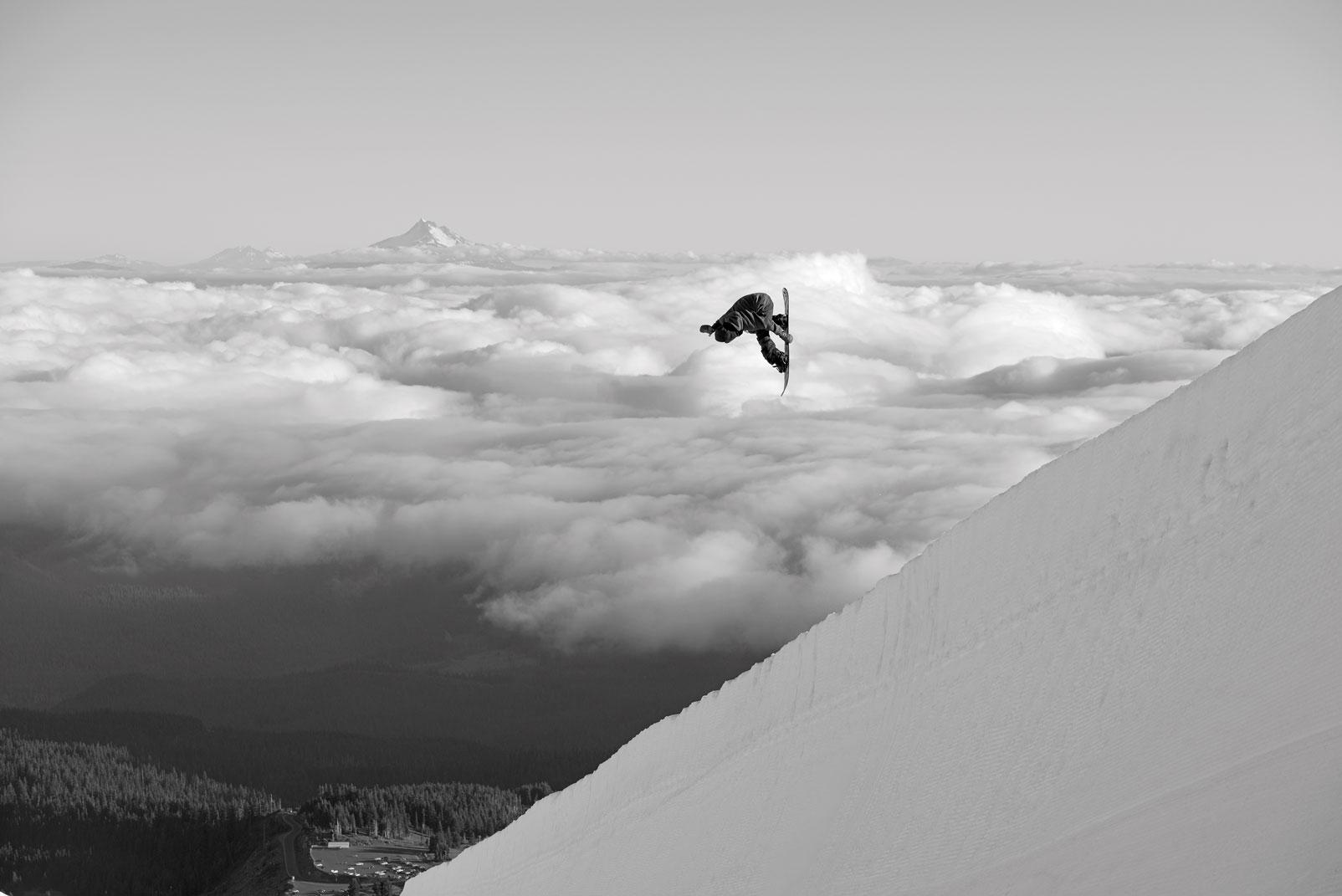 夢の舞台に立ち、そこで繰り広げられるであろう激戦を制し、そして誰よりも高い位置でセレモニーに参加する歩夢の姿が今から待ち遠しい Location: Mt.Hood, Orecon, USA Photo: Rob Mathis