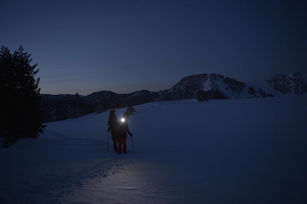 前半は真っ暗闇の中のハイクだったが、後半の朝日が出る直前の明るさは幻想的だった Photo: Yuji Kaneko