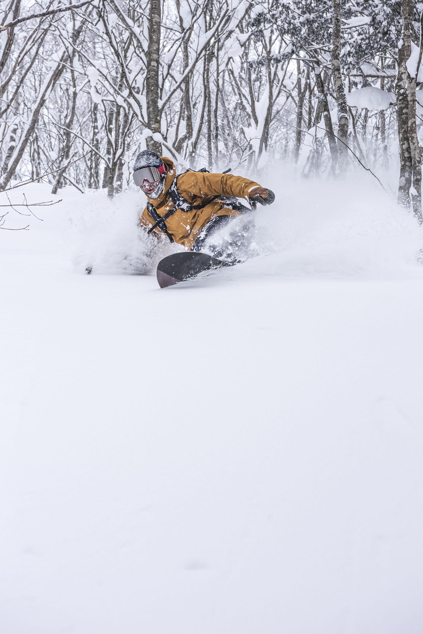 VIEW αは林の中を滑り降りる上級コース。 Photo:Hiroya Nakata Rider:Itaru Fukushima