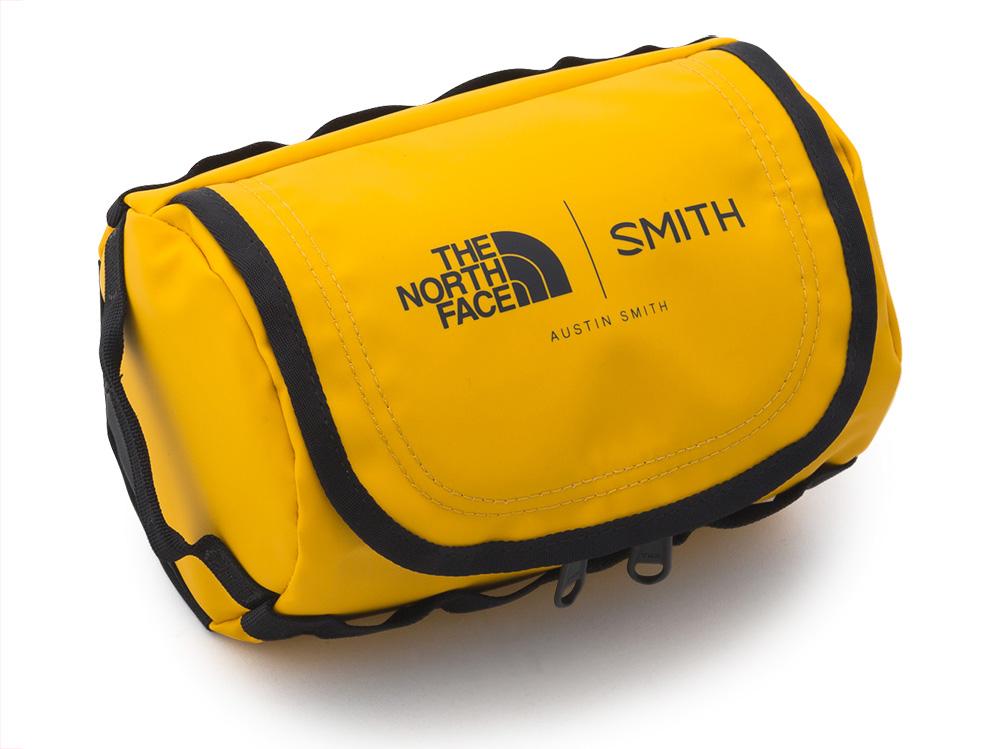 まるでダッフルバックをそのまま小さくしたようなゴーグルバッグ。持っているだけで気分が上がるアイテム
