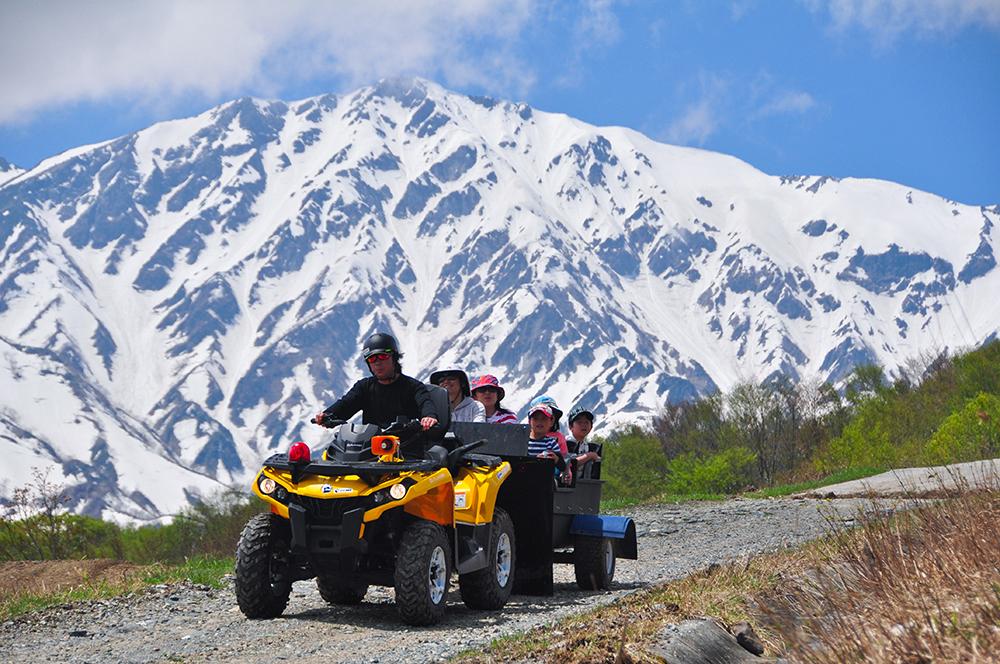 岩岳山頂エリアではバギークルーズも開催