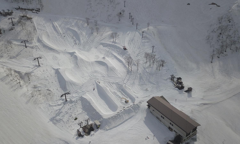 ドローンで撮影した上空からの全景 Photo: OKAKEN CINEMA