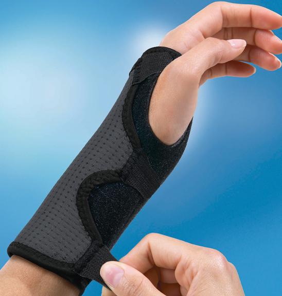 怪我の多い手首もしっかり保護。転倒時に手を付いたときの衝撃を軽減し、手首を保護。