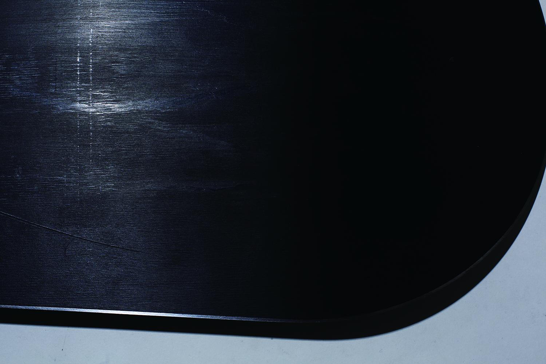 今季新登場のIS7610シンタードベースを使用。高い硬度を持つシンタードベースをストーングラインディングでストラクチャー仕上げをすることにより、春先の湿った雪面でも抜群の滑走性を発揮