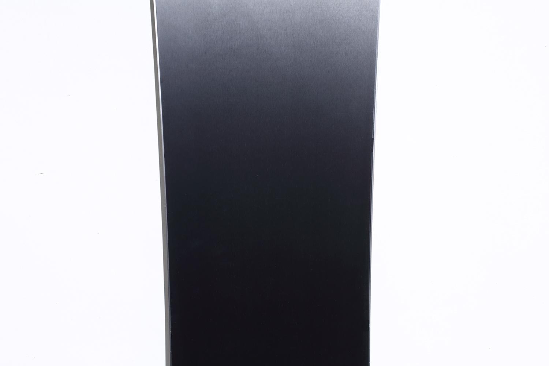 最高級のISO SPEED GRAPHITEシンタードベース。静電気を抑え、汚れの付着を減少させ、高い滑走性能を維持させる。ご覧のように非常に美しい仕上がりが滑りの良さを彷彿させる