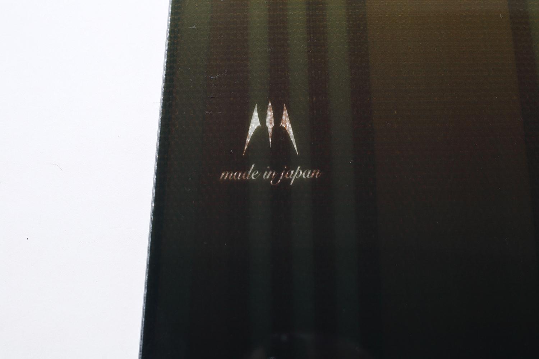 コア材や構造も透けて見えるティントカラーのデッキ。Made in Japanならではのハイクォリティ感が感じられる美しい仕上がりだ