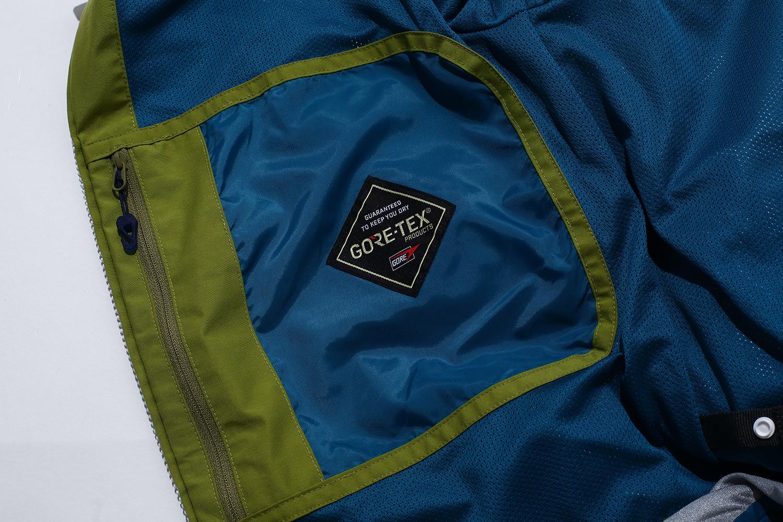 快適にスノーボードをするためにTRITONではGORE-TEX®を採用。GORE-TEX®は、高耐水圧、高透湿の他に、シワになりにくいという特長をもっていて、ウェアがヨレヨレになりにくいので、長く着られると評判だ