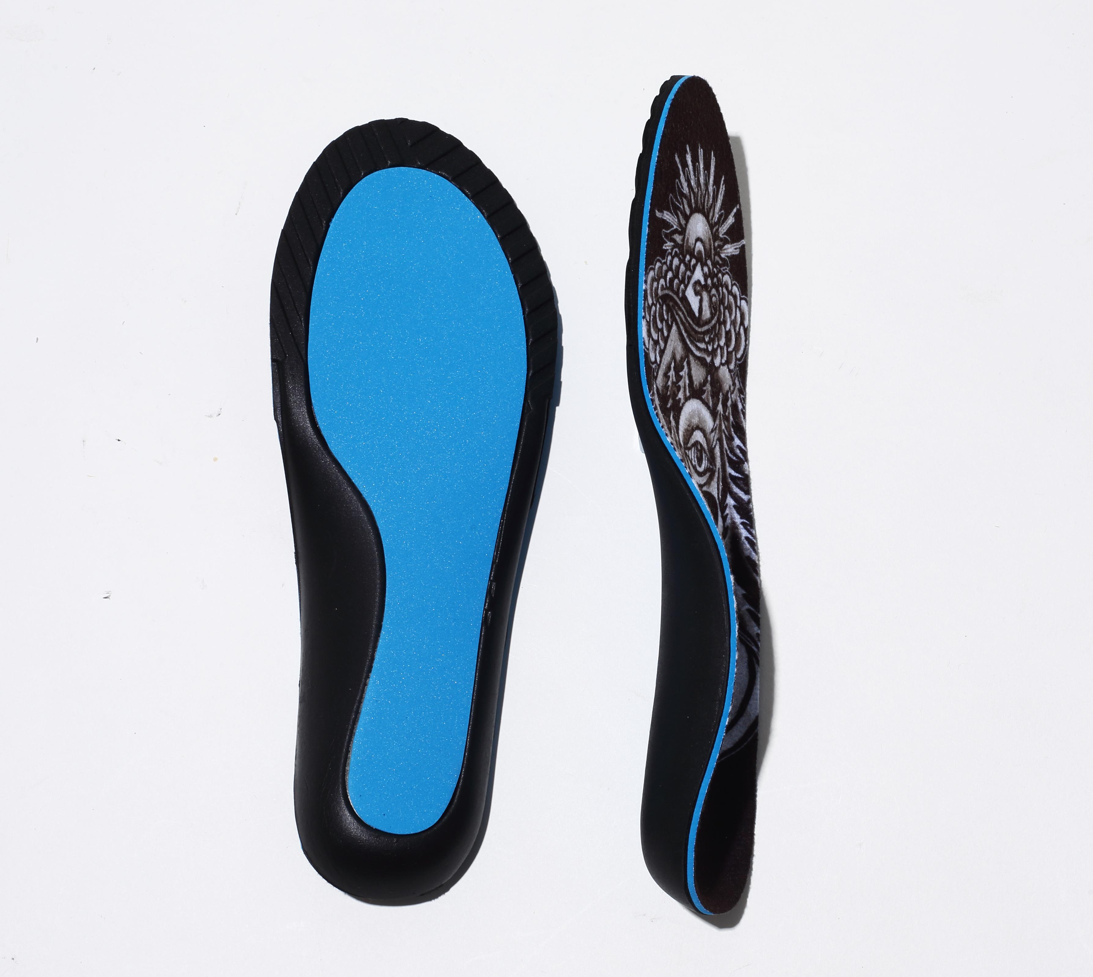 ほぼ足裏全体に衝撃吸収材ブルーマジックを装備した4層構造で最も衝撃吸収性が高い。ドクターや病院も推薦するスノーボーダーに最適のMEDIC 。ジャンプの衝撃、疲労から確実に足を守ってくれる