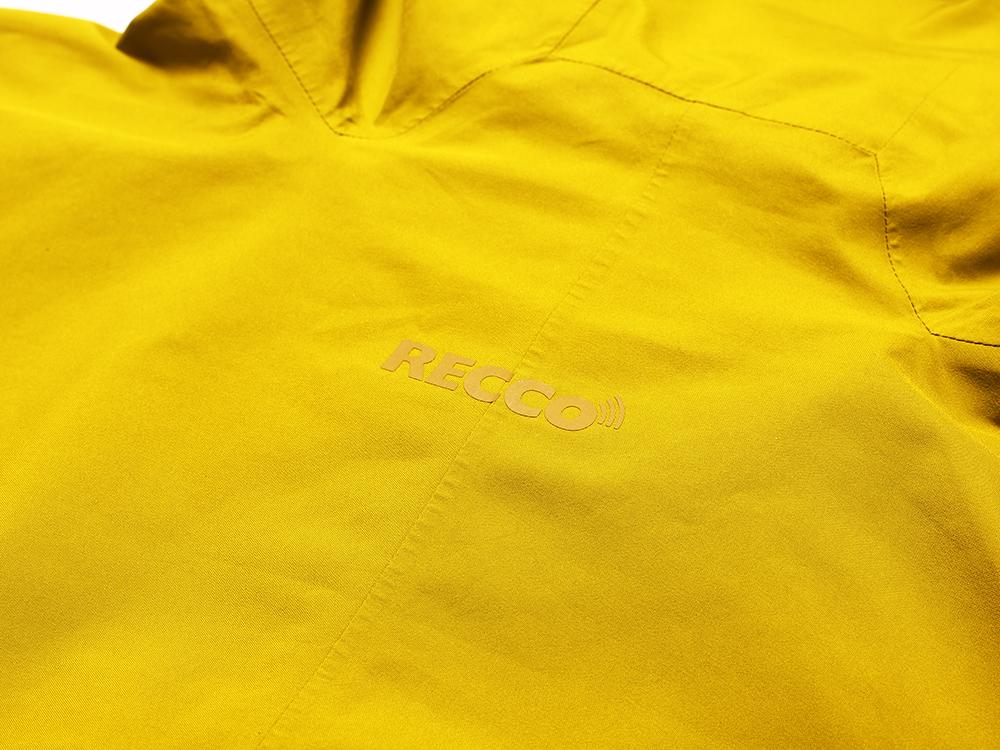 雪崩救助反射板(リフレクター)が内蔵されている事を示す「RECCO」のロゴ。多くのパタゴニア製品にはRECCOが内蔵されている