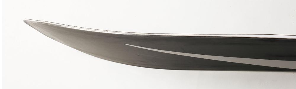 ノーズ部にはやや長めのトランジションエリアがあり、ボードの安定性を高め、フローテーションを発生させる