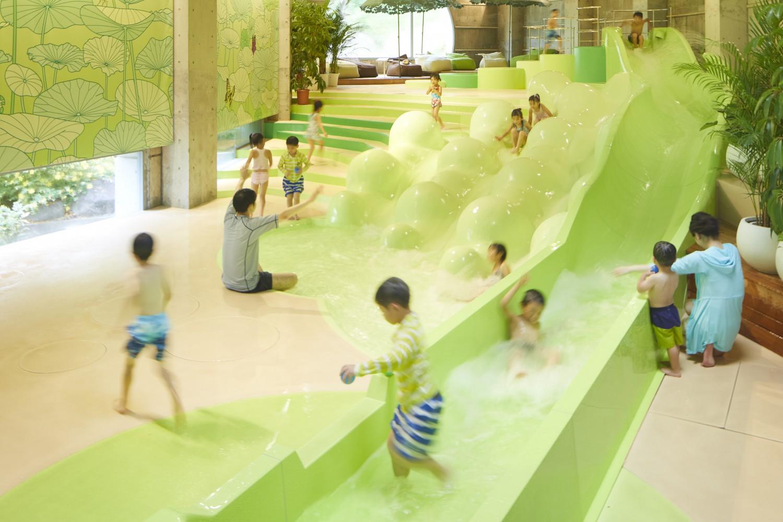 ▲リゾート内アクティビティ 『ミニゲレンデ』『スケートリンク』『屋内温水プール』ホテルに居ながらにして、様々なアクティビティを楽しめる