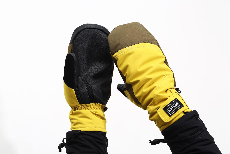 10,000㎜以上の耐水性を備えたベーシッ クモデル。柔らかなインサートと五指に別れ たインナーが特徴。中綿のPRIMALOFT® BLACK insulation ECOが保温力をUPさ せたWARM MITTENS