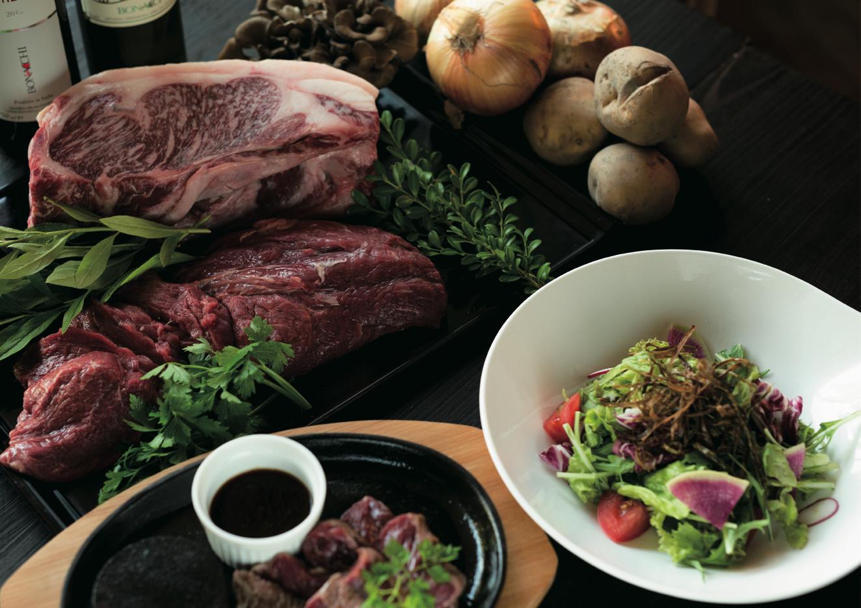 窯焼きステーキ&鉄板ハンバーグ「カマロ・ステーキダイナー」 和牛や牛ハラミステーキ、蝦夷鹿ステーキ、鉄板ハンバーグなどが楽しめるステーキダイニングです。肉の旨味を引き出せるよう、窯で牛肉を焼いている。ステーキなどによく合う北海道ワインも豊富。ランチ限定のハンバーガーや煮込みハンバーグもおすすめ