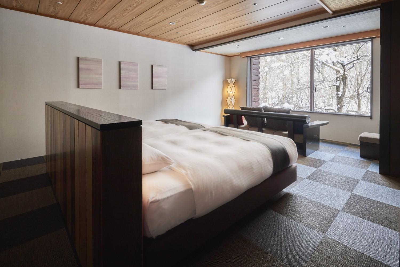 ▲洋室 モダンツインルーム 洋室でありながら素足でくつろげる新感覚のツインルーム。 ベッドには多くのアスリートが愛用することで知られる『エアウィーヴ』を採用。ゆっくり眠れて疲れがとれる。