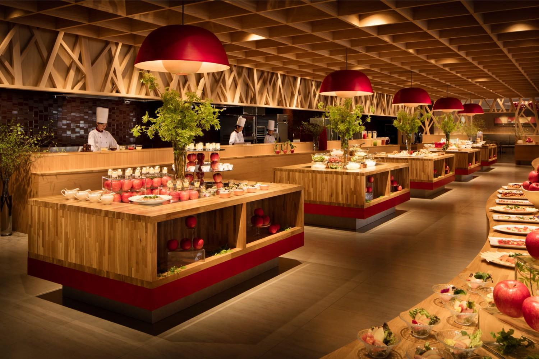 ▲青森りんごキッチン 青森の名産「りんご」をテーマにしたビュッフェレストラン。りんごにこだわった空間で、豊富なりんごメニューを味わえるのはもちろん、目の前で調理して供してくれる暖かい料理も魅力。夕食:18:00~21:00/朝食:07:00~10:00。