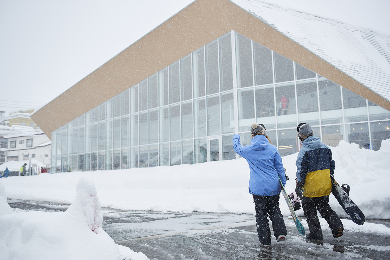 今期、中央口にグランドオープンしたリゾートセンター。ガラス張りのおしゃれな外観に期待度もあがる