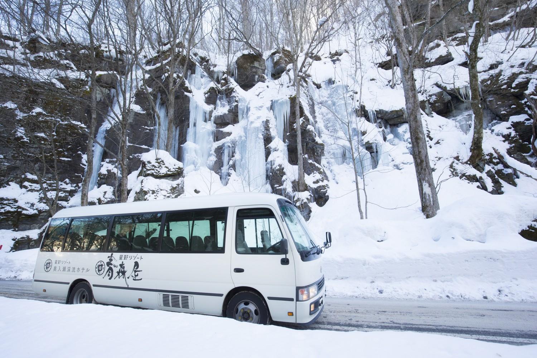 ▲シャトルバス 「八戸駅・新青森駅・青森空港・八甲田ロープウェースキー場・十和田湖温泉スキー場(など)」と「ホテル」をつなぐシャトルバス。(一部ツアーを除き)宿泊者は無料で利用できる。