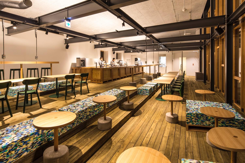 cafe&bar「つきの」 こだわりの星野リゾートオリジナルブレンドコーヒーをはじめ、この冬新登場の「スペシャルラテ」や「バターミルクラテ」など、トマム牛乳を使用した温かいカフェメニューがおすすめ。
