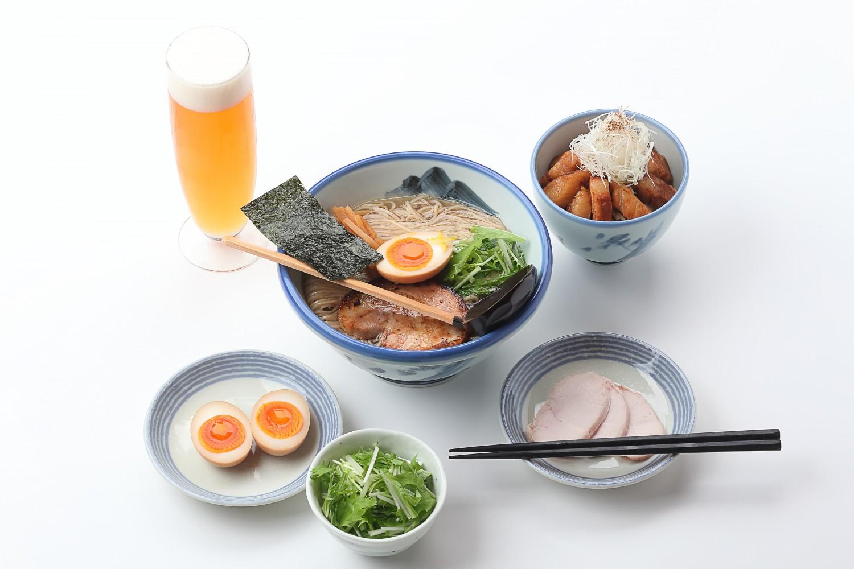 らーめん「AFURI(アフリ)」 2017年に北海道に初めて出店したスタイリッシュでモダンなラーメン店。厳選した鶏ガラや香味野菜などをじっくり炊いたスープに、昆布や鰹節などの魚介の風味を加えている
