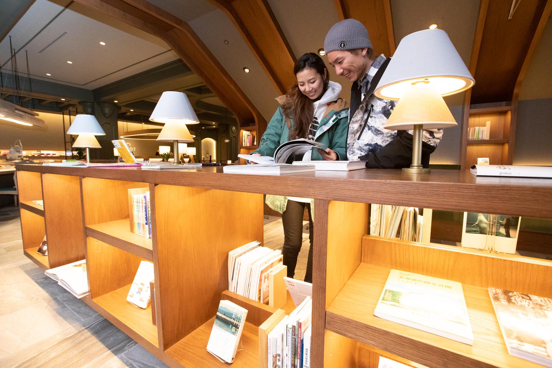 ブックトンネルと名付けられた図書室。とりあえず遊ぶ前にお勉強です。