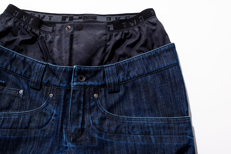 一見するとウエアじゃないデザイン ポケットの仕立てやヒゲなど、見た目は普通のデニムと何ら変わらない